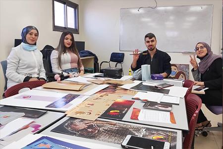طلاب مسار التصميم الجرافي يتألقون بعرض مشاريع التخرج