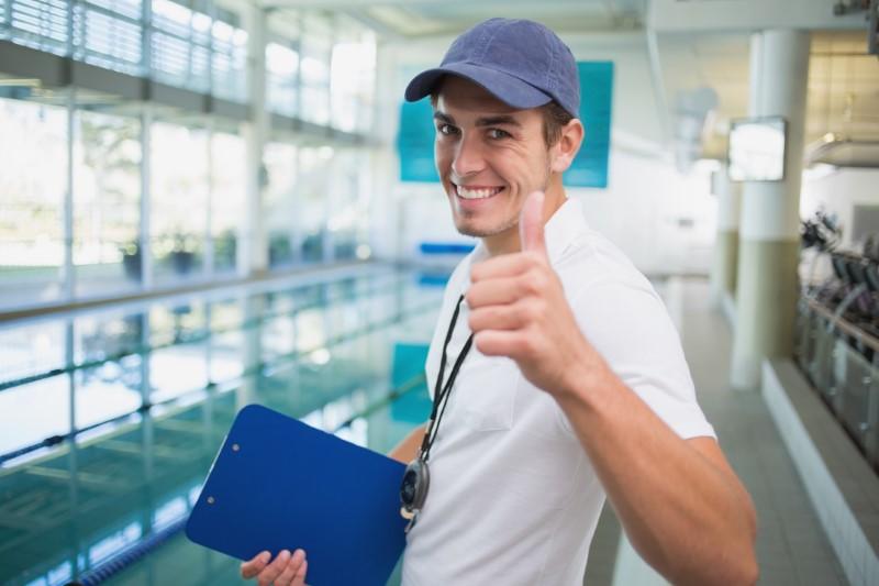 مرشدي تدريب السباحة